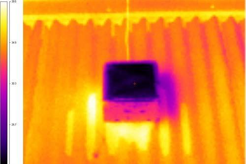 Bước sóng hồng ngoại trên vật liệu mái nhà mới. (Ảnh: Science Alert)